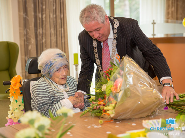 Burgemeester feliciteert oudste inwoner van Roosendaal